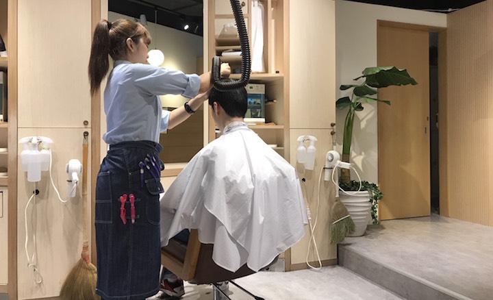 """美容師さんに希望の髪の長さを伝える!""""刈り上げはやめて!""""!"""