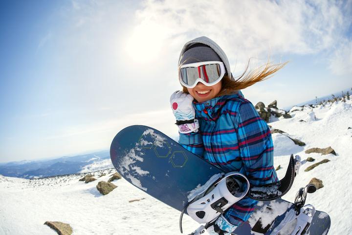 スキー場リゾバは雪がなくなるまで働ける!