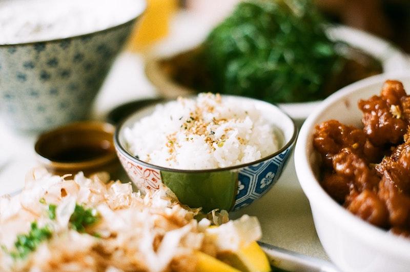 白ごはん、砂糖、小麦粉をほとんど食べない人向けの食事とは?